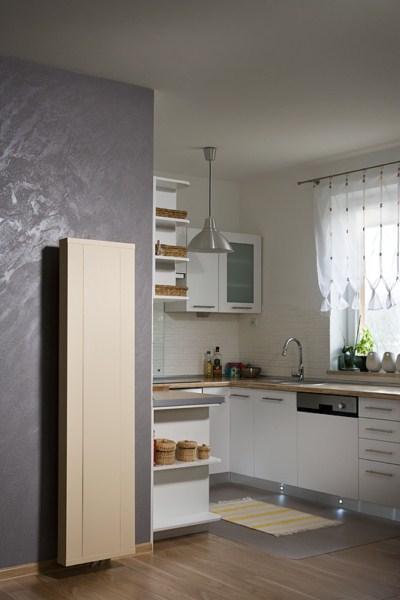 Grzejnik ścienny pionowy w kuchni SOLLARIUS PLAN