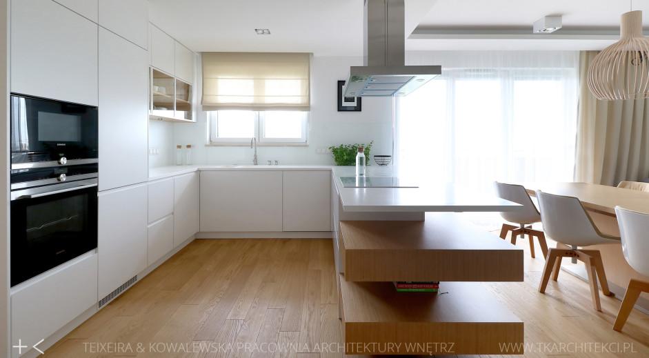 Nowoczesna Kuchnia Otwarta Na Salon Z Białymi Meblami Kuchnia W