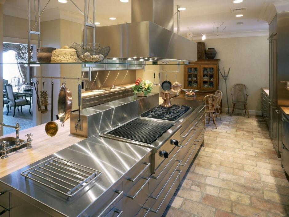 Ogromny Aranżacja dużej kuchni z blatem ze stali nierdzewnej - aranżacje LO91