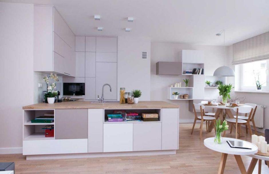 Kuchnia otwarta na salon z bezuchwytowymi szafkami   -> Kuchnia Weglowa Centralne Ogrzewanie
