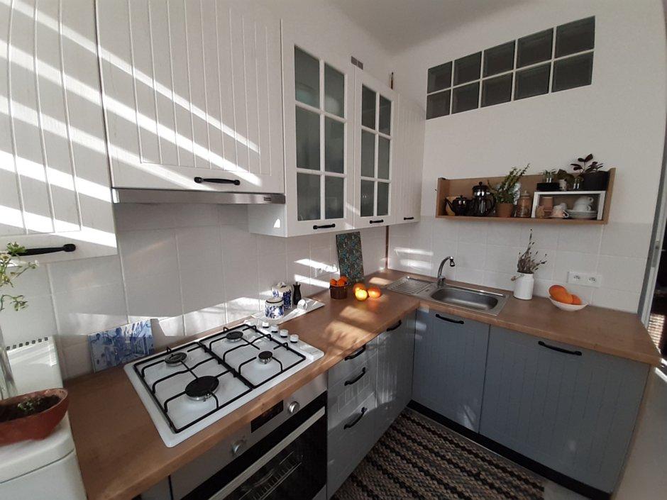 Biała płyta gazowa w kuchni