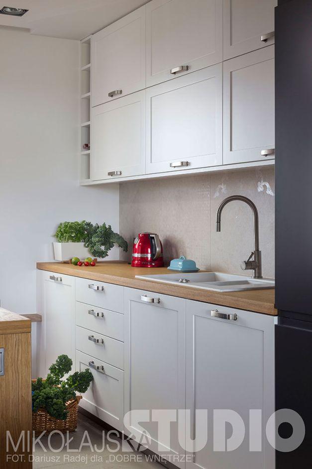 Białe Fronty Szafek W Otwartej Kuchni Kuchnia W Stylu Loft