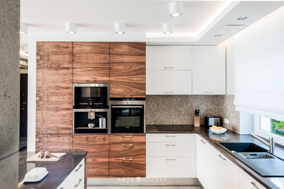 Białe Lampy Sufitowe W Kuchni Z Drewnem Oświetlenie Kuchni