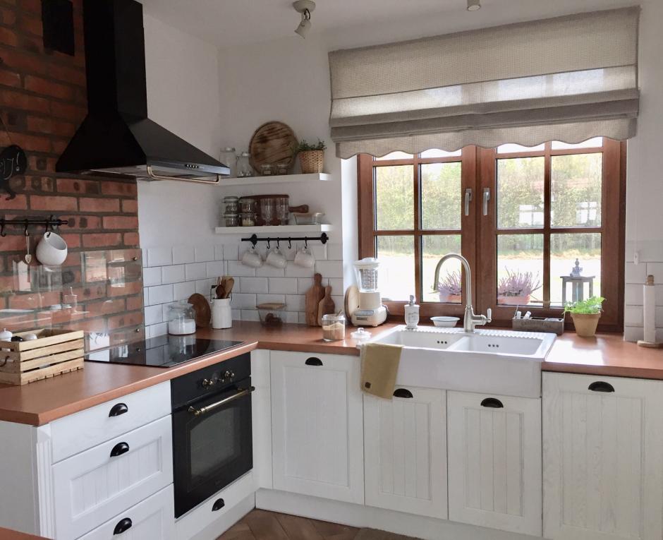 Białe Meble Kuchenne Drewno I Cegła W Kuchni W Stylu