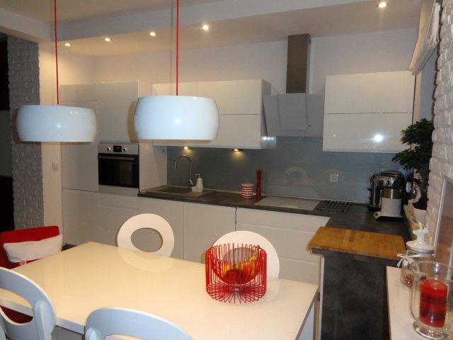 oświetlenie stołu w kuchni