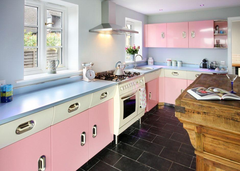 Biało Różowe Szafki W Kuchni W Stylu Retro Kuchnia W Stylu