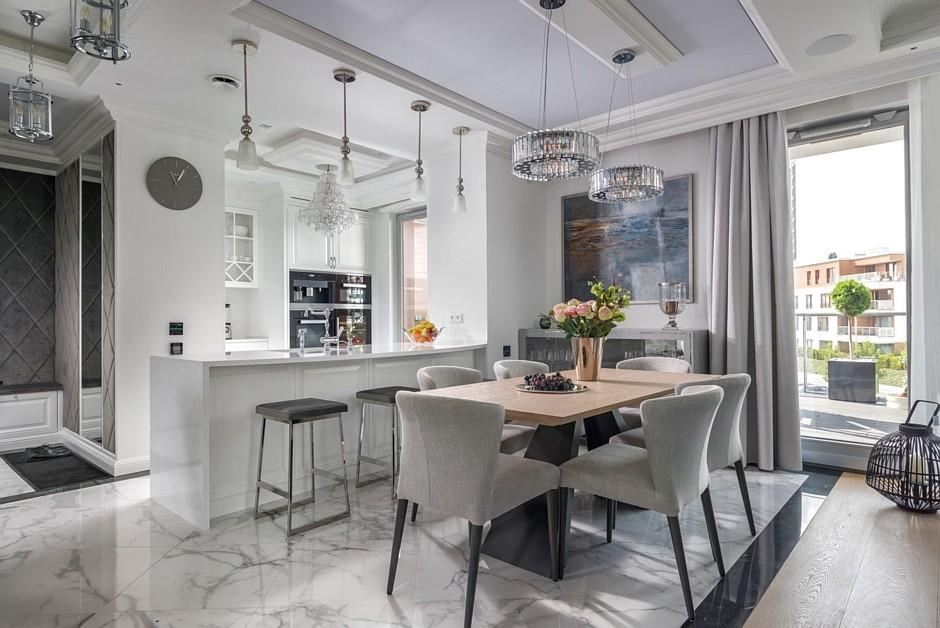 Biały Marmur Na Podłodze W Kuchni Otwartej Na Jadalnie I