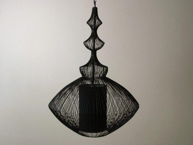 Ażurowa lampa z serii Opioum