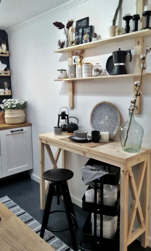Aranżacje Kuchni Zdjęcie Drewniane Półki Nad Wąskim