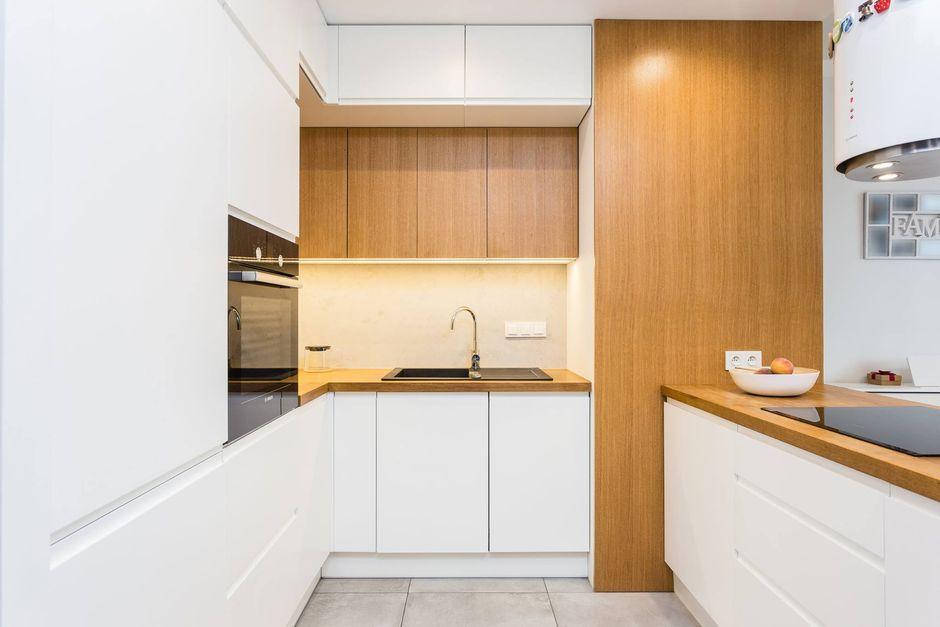 Drewno i biel w kuchni otwartej