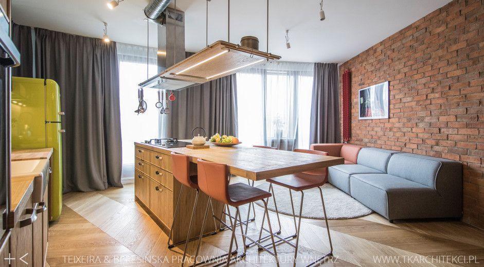 Drewno na podłodze w kuchni w stylu loft