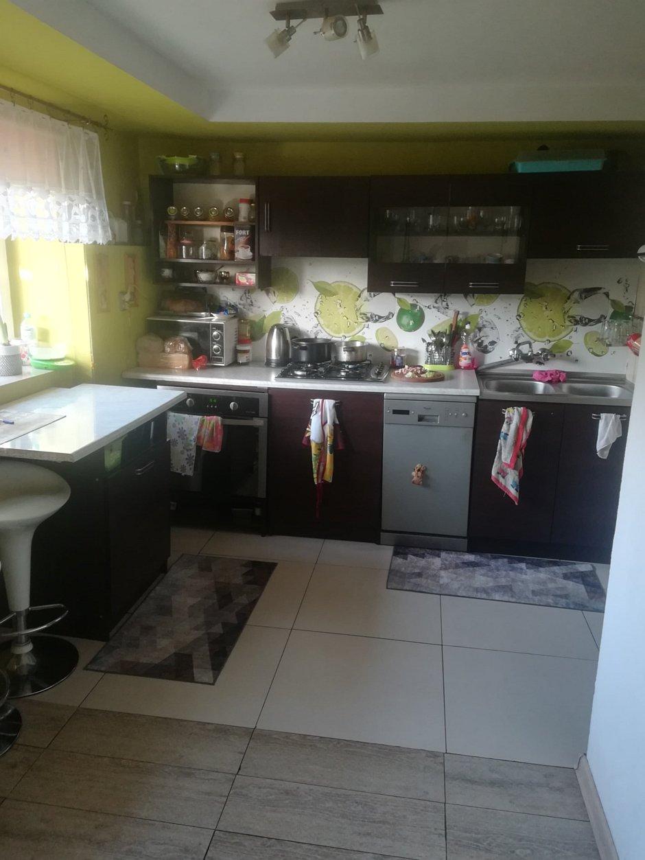 Grafika na backsplashu w kuchni