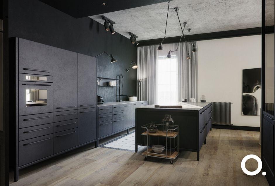 Industrialna kuchnia z biało-czarnymi płytkami na podłodze