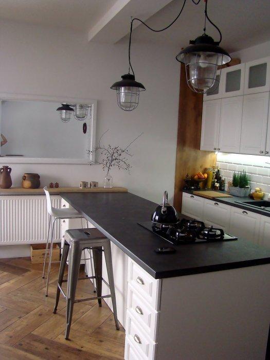 Aranżacje Kuchni Zdjęcie Industrialne Lampy W Kuchni W