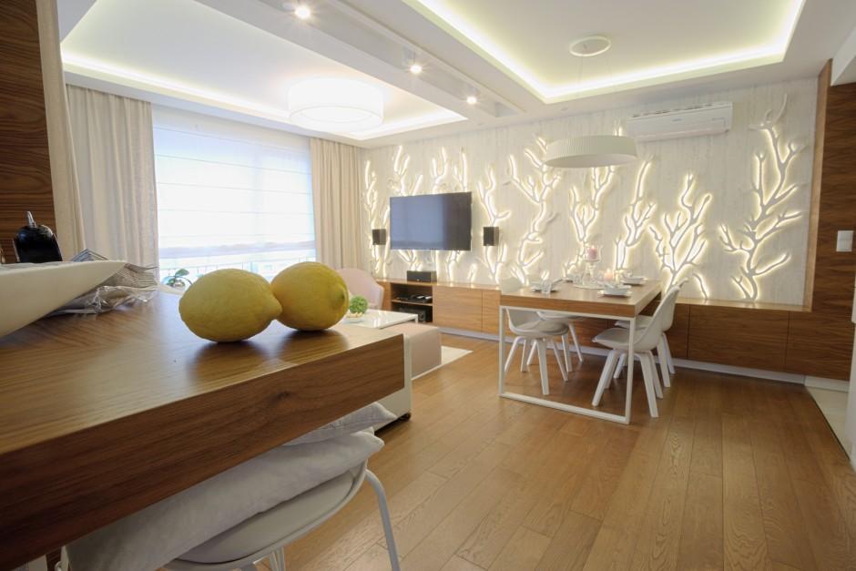 Jadalnia w salonie z koralowym akcentem  Biała kuchnia w bloku  kuchnie pro   -> Kuchnia Z Jadalnią I Salonem W Bloku