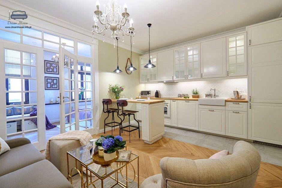 Jasna duża kuchnia w stylu nowojorskim  aranżacje dużych kuchni  inspiracje   -> Jasna Kuchnia Ikea