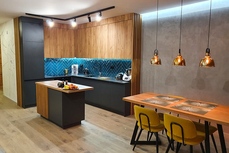 Kuchnia otwarta połączona z jadalnią