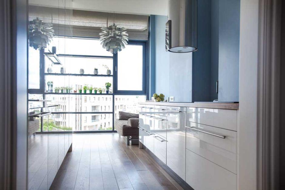 Niebieska otwarta kuchnia w bloku  kuchnia w bloku  inspiracje  aranżacje   -> Niebieska Kuchnia Inspiracje
