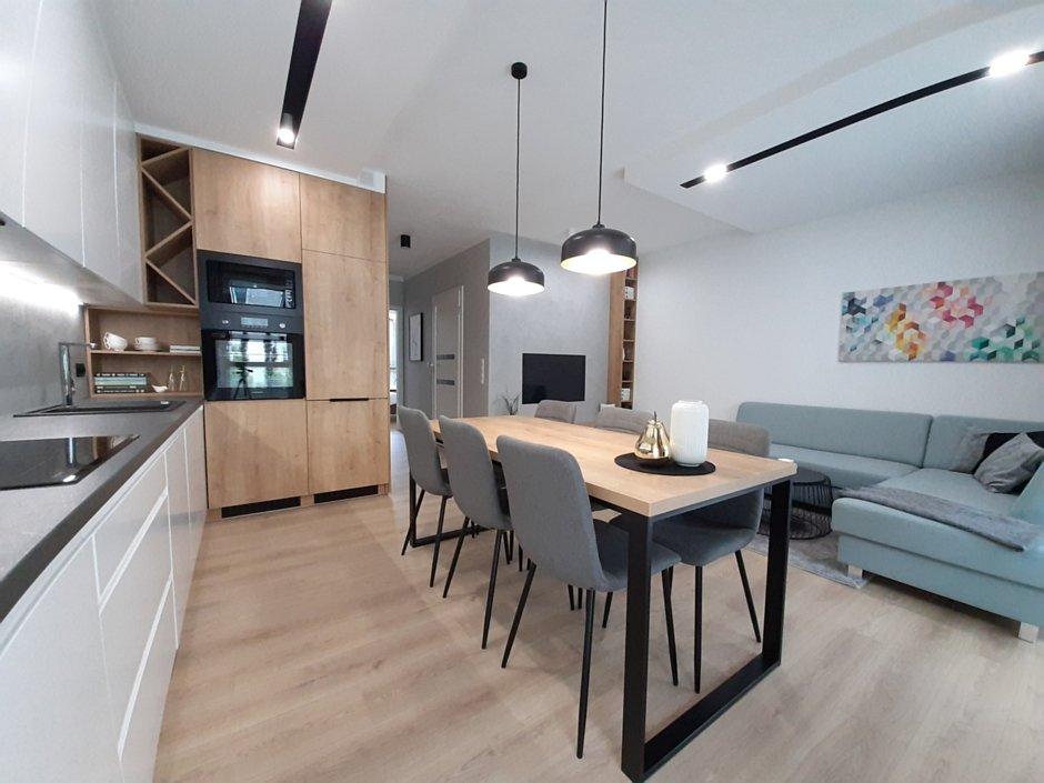 Kuchnia połączona z jadalnią i salonem