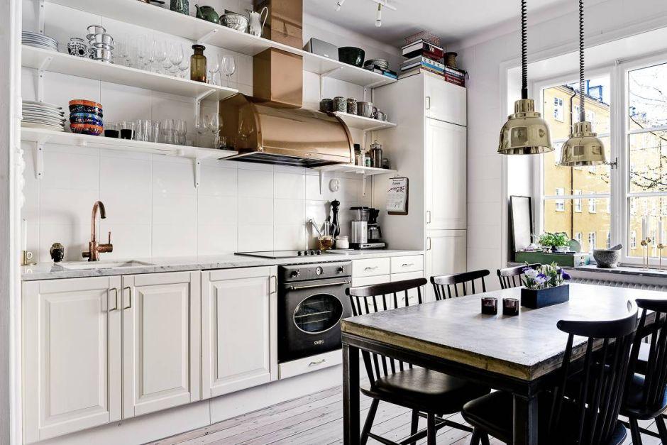 Kuchnia W Stylu Skandynawskim Z Metalowym Okapem