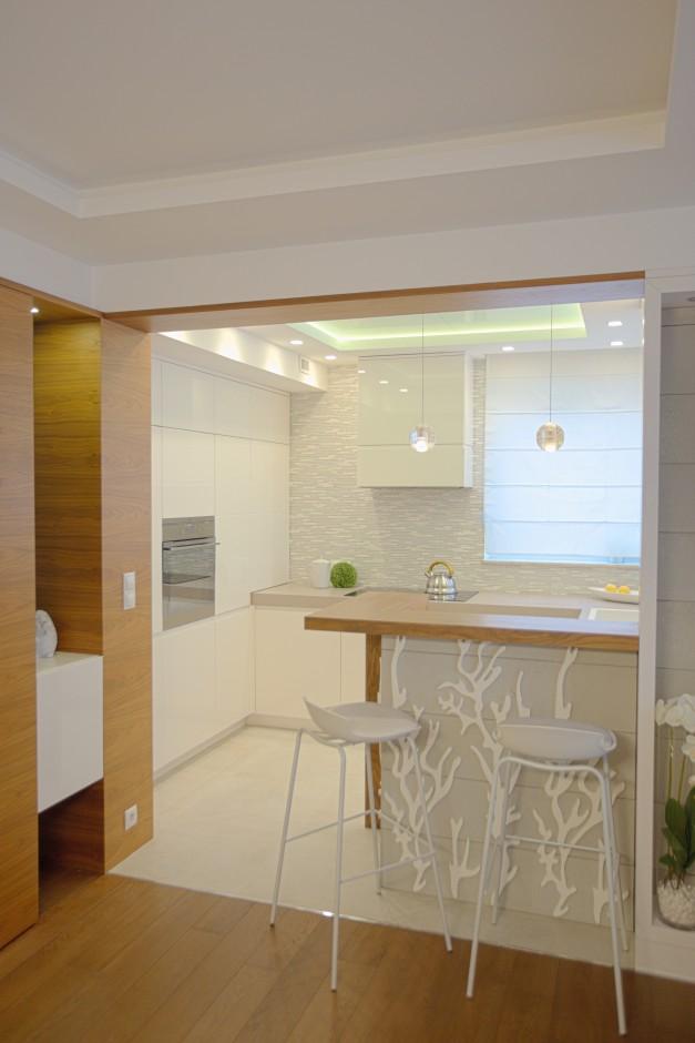 Mała biała kuchnia w bloku  Biała kuchnia w bloku  kuchnie projektantów  a   -> Mala Kuchnia W Bloku Inspiracje