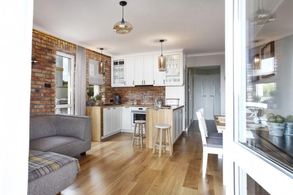 Mała Kuchnia Połączona Z Jadalnią I Salonem Mieszkanie W