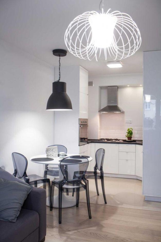 Mała Kuchnia W Bloku Połączona Z Jadalnia I Salonem Kuchnia W