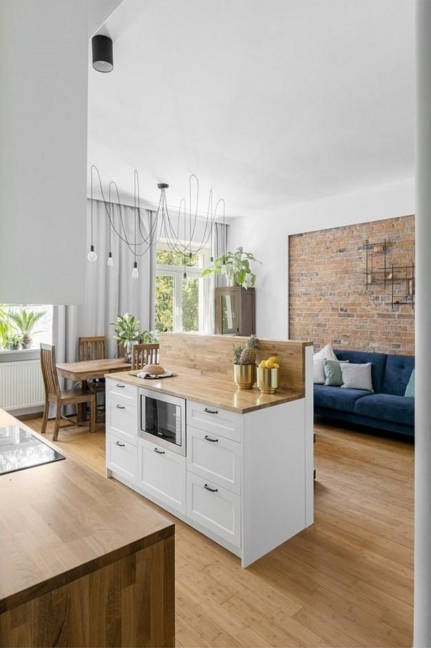 drewniana podłoga w kuchni - Bogaczewicz Architecture Studio