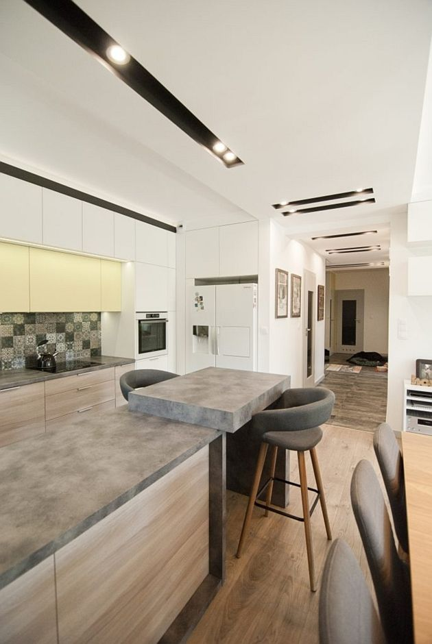 Oświetlenie Sufitowe W Kuchni Z Półwyspem Apartament
