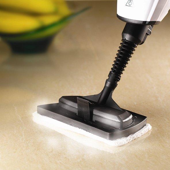 Parowy mop ręczny - czyszczenie blatu roboczego