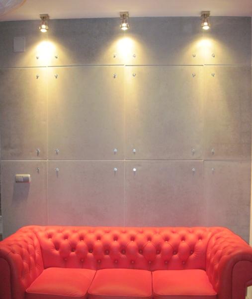 Płyty z betonu architektonicznego w salonie