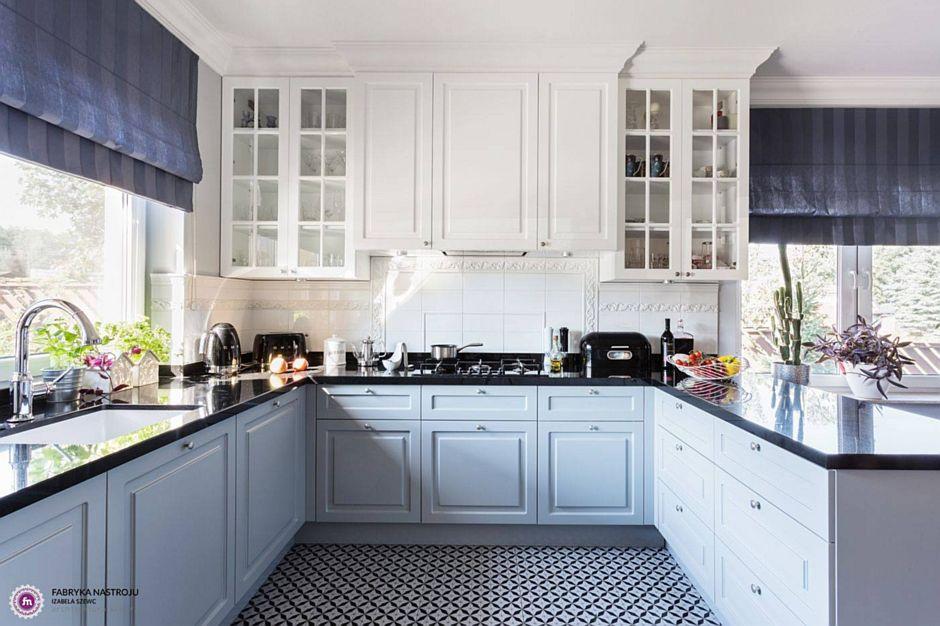 Podłoga w kuchni z płytek o biało-czarnym wzorze