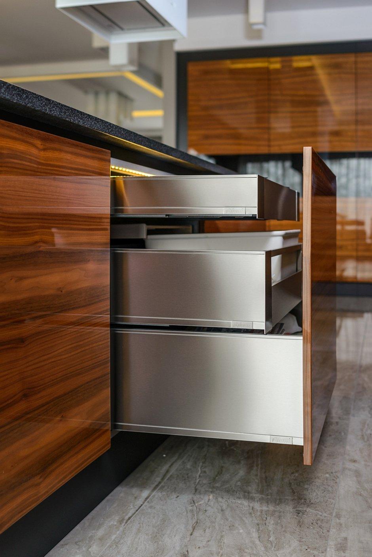Potrójna szuflada w zabudowie kuchennej