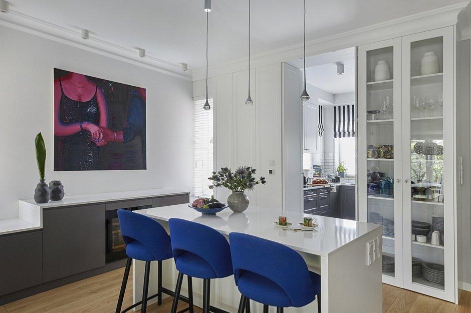 Przejście pomiędzy kuchnią a salonem