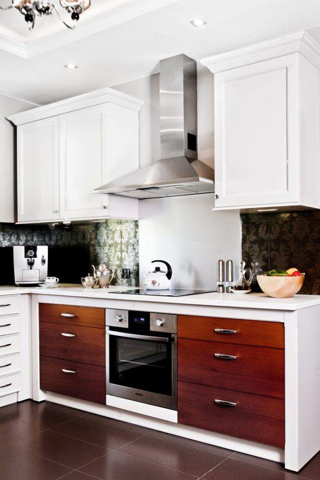 Stalowy okap kominowy w kuchni angielskiej  Kuchnia w   -> Kuchnie I Okapy