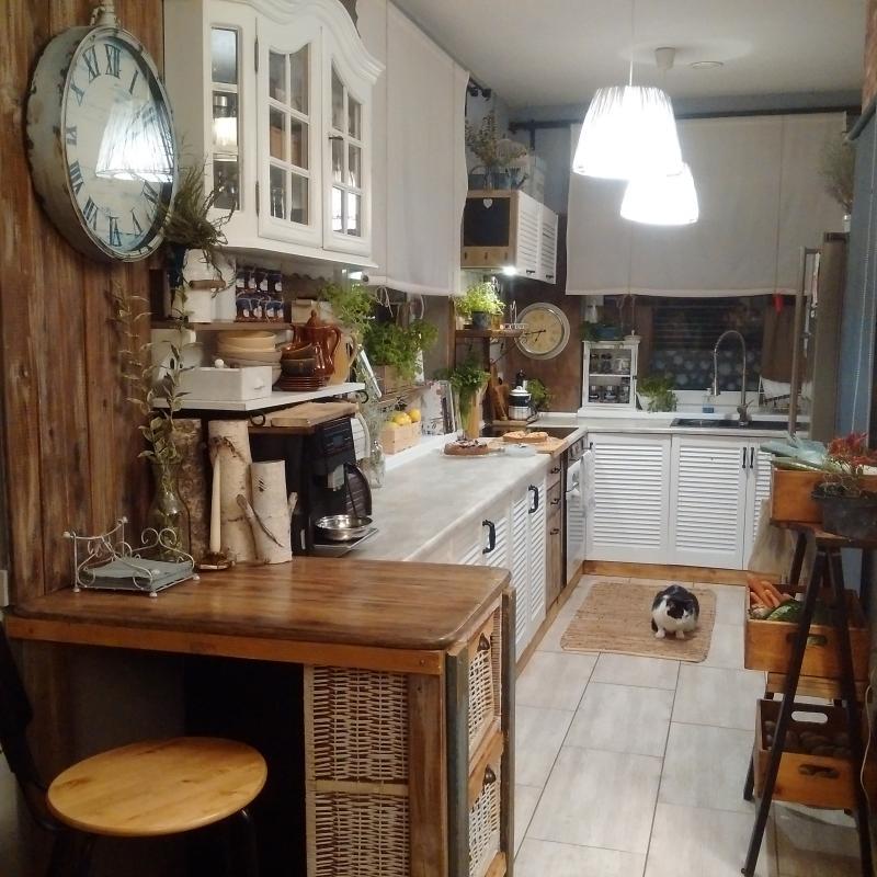 Szafki kuchenne z drzwiami żaluzjowymi