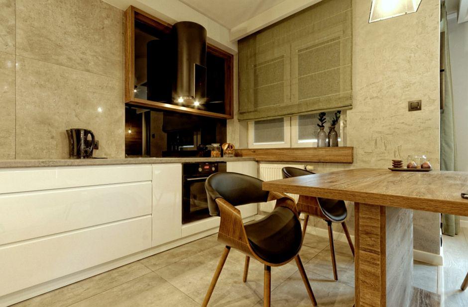 Szare kamienne płytki na podłodze w męskiej kuchni