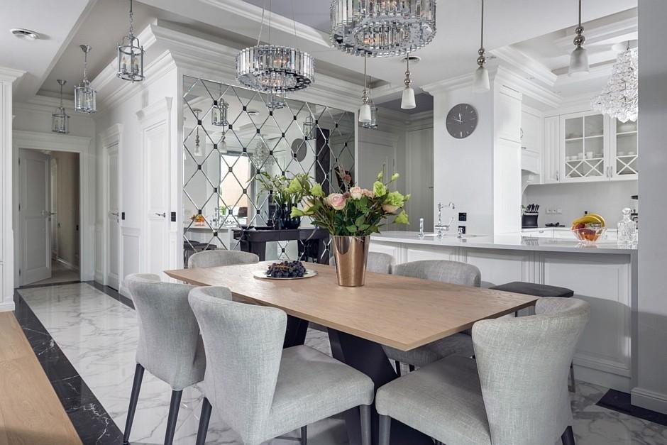 Szare Tapicerowane Krzesła W Jadalni Połączonej Z Kuchnią Pomysł