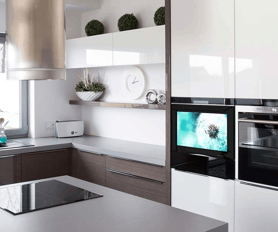Zabudowa telewizora w kuchni z wyspą
