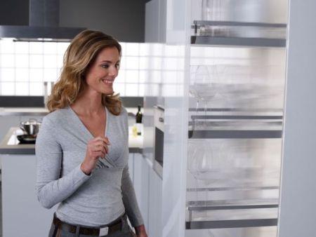 Peka; dotykowy system otwierania wysokich carg kuchennych
