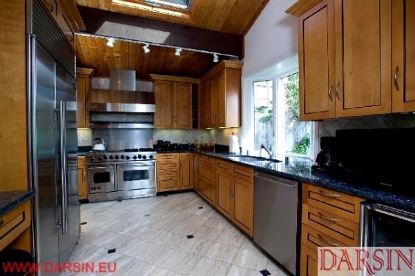 Kamień w kuchni - piękno natury na ścianach i podłogach