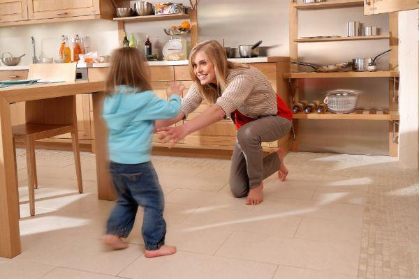 Ciepła podłoga w kuchni - ogrzewanie elektryczne a wod