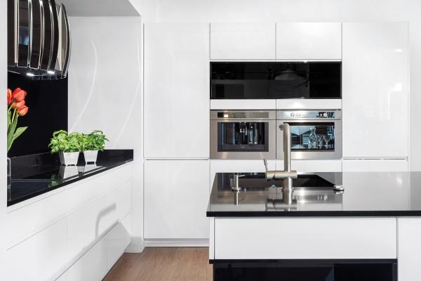 Kuchnia biała kontra kuchnia czarna  meble kuchenne   -> Kuchnia Weglowa Okap