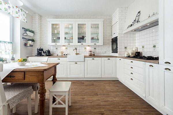 bia a kuchnia z drewnianym blatem pomys y i inspiracje od projektant w meble kuchenne. Black Bedroom Furniture Sets. Home Design Ideas