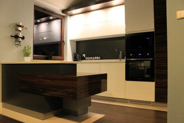 Mała kuchnia otwarta na pokój dzienny