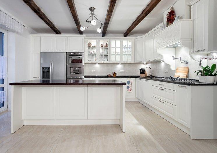Biała kuchnia  ponadczasowa aranżacja  kuchnia w stylu   -> Kuchnia Retro Biala