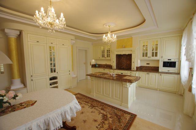 Białe meble w kuchni angielskiej Rad - Pol