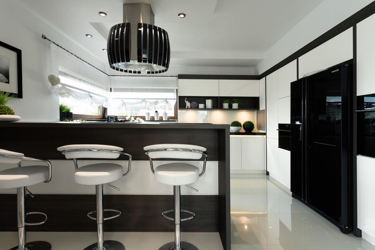 Kuchnia biała kontra kuchnia czarna  meble kuchenne   -> Kuchnia Bialo Czarna Z Oknem