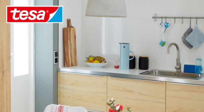 Akcesoria ścienne bez wiercenia, które przydadzą się w każdej kuchni