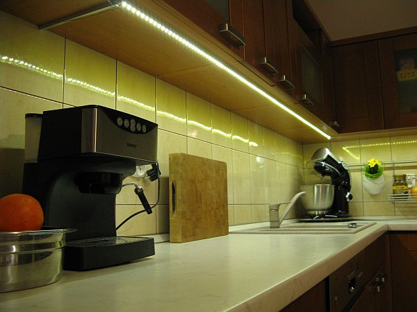 Jak Zamontować Taśmę Led Oświetlenie Podszafkowe W Kuchni